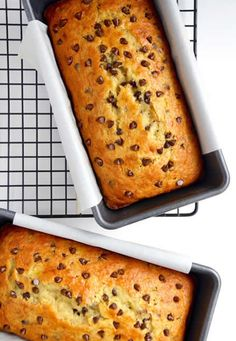 Gâteau aux bananes et pépites de chocolat avec thermomix Banana and chocolate chip cake with thermomix. Here is a recipe for Banana and Chocolate Chip Cake, easy and quick to make. Chocolate Chip Banana Bread, Chocolate Chip Recipes, Banana Bread Recipes, Chocolate Chips, Banana Chips, Cake Mix Banana Bread, Moist Banana Bread, Cake Mix Recipes, Dessert Recipes