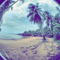 I could show you a beautiful place a paradise on earth but I could never make you feel it.  You need to do this yourself   #thailand #tajlandia #kohlanta #simplelife #wyspiarskieżycie #instatravel #relax #relaks #yogajourneys #yogaretreat #wyjazdyzjogą #wakacjezjogą #wanderlust #travelblog #podróże #travel #beautifuldestination #travelblogger #sheisnotlost #dametraveler #traveltagged #nomadgirls #flowerpower #gypsylife #youmustsee #wearetravelgirls #tropicalvibes #explore #palmtrees