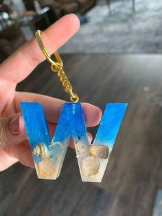 Diy Resin Keychain, Resin Bracelet, Resin Jewelry, Cactus Keychain, Diy Resin Projects, Diy Resin Art, Diy Resin Crafts, Diy Resin Crystals, Crystal Resin