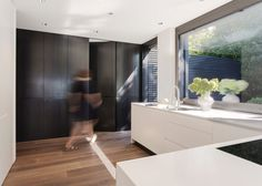 Finde moderne Küche Designs in Weiß: Objekt 336. Entdecke die schönsten Bilder zur Inspiration für die Gestaltung deines Traumhauses.