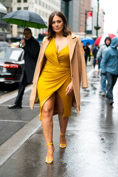 These 10 Celebrities Look Better Than Ever — Here Are Their Style Secrets - Curvy girl outfits - Curvy Girl Outfits, Curvy Women Fashion, Look Fashion, Plus Size Outfits, Plus Size Fashion, Fashion Outfits, Petite Fashion, Big Girl Fashion, Winter Fashion