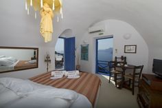 An oasis of serenity and wonderment: The Esperas Hotel in Santorini, perched on the edge of a cliff in the village of Oia Santorini Sunset, Santorini Hotels, Best Boutique Hotels, Most Romantic, Hotel Reviews, Swimming Pools, Greece, House, Cliff