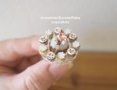 ⛄️snowman&snowflake cupcakes❄️ ❄︎ ❄︎ ❄︎ スノーマンと雪の結晶のカップケーキ ❄︎ ❄︎ ❄︎ #handmade#miniature#miniaturefood#dollhouse#lovelylittleminiatures#christmas#cupcakes#snowflake#snowman#ハンドメイド#ミニチュア#ミニチュアフード#ドールハウス#クリスマス#カップケーキ#スノーマン#スノーフレーク#雪の結晶#お菓子作り