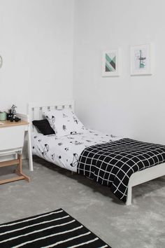 The Tidy Single Bed was designed to complement any bedroom, with minimal detailing and a traditional slatted headboard. Its unique compact design means this single bed is easy to transport and store in your home.