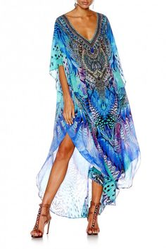 you are getting original heavy embellished kaftan as pictured. Crafted from feather-light silk, this kaftan catches the eye with its saturated colour palette. Camilla Kaftan, Camilla Dress, Boho Outfits, Fashion Outfits, Fashion Styles, Kaftan Style, Future Fashion, Boho Dress, Boho Chic
