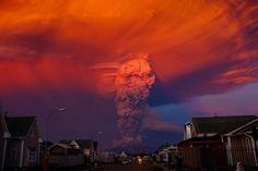 Tras 43 años de inactividad, el volcán Calbuco de 2,000 metros, ha presentado dos erupciones en un día, fotogalería.