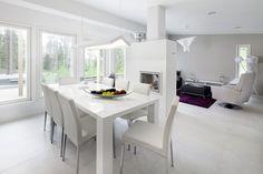 Hyvinkään 2013 - Ruokahuone TWIST-ruokapöytä, MARVIN-tuoli, TORINO-nojatuoli, GAMMA-rahi, ESPRIT URBAN SENSEN-matto, RECTA-lattiavalaisin, PALLAS 35 tv-taso Exterior Design, Interior And Exterior, Torino, Dining Table, Tv, Furniture, Interiors, Dreams, Home Decor
