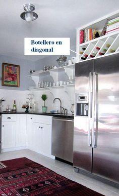 Si necesitamos un botellero (o mueble especial) en la cocina, una solución poco vista y fácil de realizar seria un botellero en diagonal.