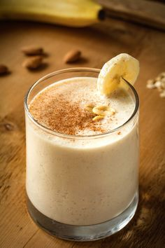 shake to gain muscle benefits of Apple banana smoothie incorporates tea as the liquid. The tea adds an extra nutritional element that helps bring out the best this smoothie has to offer. Healthy Cake, Healthy Dinner Recipes, Healthy Snacks, Smoothie Recipes With Yogurt, Breakfast Smoothie Recipes, Smoothie Packs, Pear Smoothie, Tzatziki, Recipes Breakfast Video