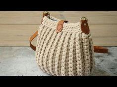 - You Tube Örme Çantalar Crochet Handbags, Crochet Purses, Crochet Bags, Diy Crochet, Crochet Baby Poncho, Crochet Shoulder Bags, Crochet Shell Stitch, Crochet Basket Pattern, Knitted Bags