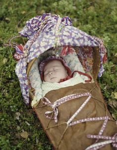 Comfy baby snoozing in a Sami 'komse', Norway. By Erika Larsen. Alta Norway, My Heritage, Love People, Baby Wearing, Fine Art Photography, Beautiful Images, Reindeer, Sweden, Baby Car Seats