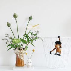 Auf der Mammilade|n-Seite des Lebens: Unsere Zeit ist jetzt | 6 Lieblings-Momente des Wochenendes und für den August, Deko, Pflanzen, Regal dekorieren, Wohnzimmer, Blumen, Holzaffe, Vase, Vintage, Trommelstock