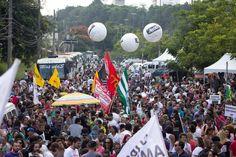 Passeata de apoio a professores reúne 20 mil pessoas na zona sul de São Paulo - Notícias - R7 Educação