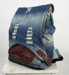 How to Rip Jeans Without Ruining Them? Mochila Jeans, Denim Backpack, Denim Ideas, Denim Crafts, Denim And Lace, Recycled Denim, Fabric Bags, Handmade Bags, Purses And Bags