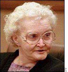 Notorious infamous woman serial killers, Dorothea Puente, the American female serial killer. Famous Murders, Famous Serial Killers, Natural Born Killers, True Crime Books, Evil People, Horrible People, Foto Real, Vida Real, The Villain