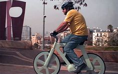 Izhar Gafni's Incredibly Sturdy, Lightweight Cardboard Bicycle Costs Just 10 bucks to Make! Ferrari Bike, They See Me Rollin, Eco Architecture, Green Building, Sustainable Design, Sustainability, Good Times, Recycling, Cool Stuff