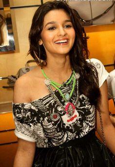 Alia Bhatt Hot Photo Shoot For Hello India Magazine Beautiful Bollywood Actress, Beautiful Indian Actress, Beautiful Actresses, Bollywood Style, Bollywood News, Bollywood Fashion, Indian Celebrities, Bollywood Celebrities, Mumbai