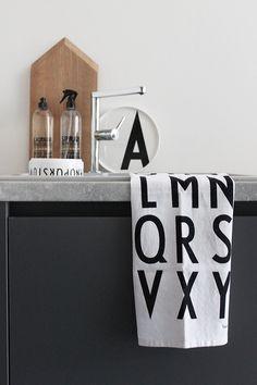 Scandinavian Kitchen, Scandinavian Interior, Lettering Design, Design Letters, Diner Table, Buy Kitchen, Kitchen Tools, Comfort Design, Arne Jacobsen