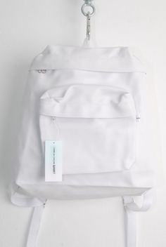 backpack White Girls, All White, Shirt Bag, White Aesthetic, Fashion Essentials, Style Essentials, Hipsters, Shin, White Shoes