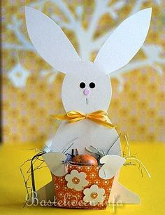 Basteln zu Ostern - Basteln im Frühling - Basteln mit Papier - Hase Geschenkkorb 2 About Easter, Easter Season, Craft Show Ideas, Happy Easter, Art For Kids, Bunny, Jar, Blog, Disney Characters