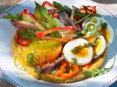 Découvrez la recette de Salade fraîche sur une panisse avec Femme Actuelle Le MAG Bouillabaisse, World Recipes, 20 Min, Caprese Salad, Bruschetta, Bon Appetit, Vegetable Pizza, Coco, Barbecue