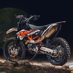 2014 KTM Enduro R ? DERESTRICTED comment: yes, it& not the Adv version, it& bare stock, but is a dream to look at Ktm Dirt Bikes, Cool Dirt Bikes, Ktm Motorcycles, Dirt Bike Gear, Off Road Bikes, Dirt Biking, Custom Motorcycles, Ktm 690 Enduro, Enduro Motocross