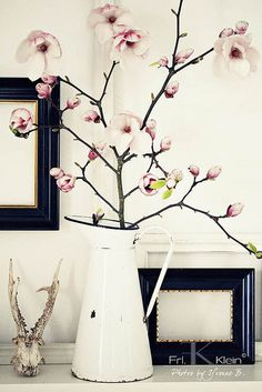 mangolia is my favourite flower - I would so love this in my home! Something to put on my to do list...