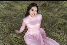 Best 12 All sizes Beautiful Vietnamese Women, Beautiful Asian Girls, Ao Dai, Vietnamese Dress, Cute Girl Outfits, Pink Satin, Satin Dresses, White Girls, Traditional Dresses