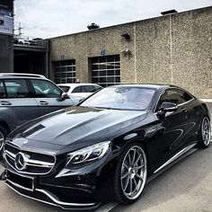Mercedes S63 AMG!⚫ Would you want to take it for a spin? Tag a friend that would love this! --- Photo by @chrissagramola instagram.com/themanliness_official