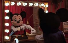 Meet Magician Mickey at Town Square Theater in Magic Kingdom  | http://www.chipandco.com/meet-magician-mickey-town-square-theater-magic-kingdom-175839/
