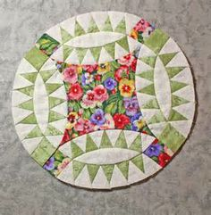 pickle dish quilt block Round quilt with what looks like bunting - quilt challenge?