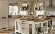 Country kitchen Howdens Joinery kitchen flooring