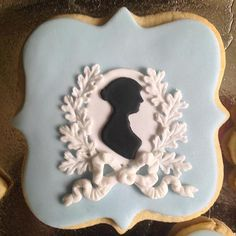 A Jane Austen Cookie: Wedgwood colour scheme, patriotic oak leaves and a Regency bow by Fabulously Floral Cakes Wedding Cakes Spalding Lincolnshire | A Jane Austen Birthday Cake