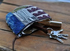 hello friends as usual the week has flown by and prep is underway for the junction flea show on sunday. I will have some great deals so. Diy Coin Purse, Coin Purses, Change Purse, Zipper Bags, Rug Hooking, Bag Making, Fashion Bags, Sewing Projects, Sewing Ideas