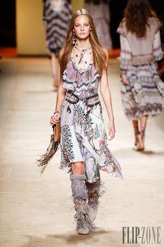 Etro Spring-summer 2015 - Ready-to-Wear - http://www.flip-zone.com/fashion/ready-to-wear/fashion-houses-42/etro-4980 - ©PixelFormula