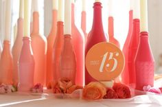 Spray painted bottles as centerpieces Do It Yourself Baby, Do It Yourself Wedding, Spray Painted Bottles, Paint Bottles, Table Turquoise, Deco Pastel, Bottle Centerpieces, Diy Centrepieces, Coral Centerpieces