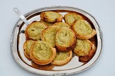 Coco & Co: Kartoffelroulade med pesto Pesto, Tapas, Bacon, Recipies, Muffin, Lunch Box, Food And Drink, Appetizers, Vegetarian