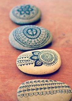 Décoration pour un mariage boho / hippie chic - Inspiration pour un mariage bo. : We just lately teamed track of Really like In This Dirt UK who definitely are the nationally selection of rock-painting enthusiasts. This is to own a . Diy Wedding Favors, Hippie Wedding Decorations, Diy Favours, Party Favors, Pebble Art, Stone Art, Stone Painting, Rock Painting, Pebble Painting