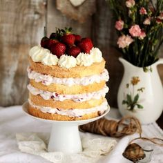 Strawberry layer cake (in Polish)