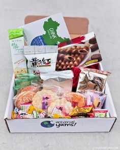 Chinese Snacks from Universal Yums (International Snack Subscription Box). Japanese Snacks, Japanese Candy, Japanese Sweets, Hawaiian Snacks, Gift Subscription Boxes, Monthly Subscription, Grocery Coupons, Snack Box, Practical Gifts