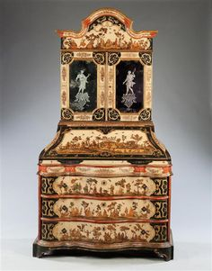 AN EARLY 18TH CENTURY ARTE POVERA BUREAU BOOKCASE