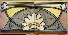 Twee Jugendstil vloertegels van waterlelies over meerdere tegels, in geel, grijs, bruin en wit, op hardboard gelijmd