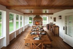 Farmhouse Porch Design Ideas, Pictures, Remodel and Decor -- Screened in porch possibility, great fireplace & table, interesting use of natural wood in ceiling and floor Screened Porch Designs, Screened In Porch, Front Porch, Porch Swing, Front Windows, Big Windows, Back Porch Designs, Home Porch, House With Porch