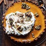 Would you believe me if I told you that this pie is healthy AND it will leave your skin glowing? @halfbakedharvest created The Ultimate Healthy Beauty Pumpkin Pie exclusively for #thechrisellefactor today. Ill be making this pie for my family this thanksgiving! Link in bio ✨ #thanksgiving