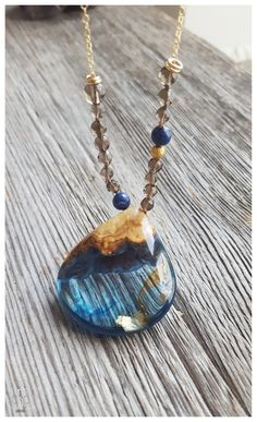 Gota azul resina y madera colgante collar cuarzo ahumado