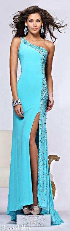 SHERRI HILL - Lovely Gown