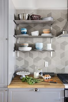 Scenic Geometric Kitchen Backsplash Pattern Tiles Rugs Grey Floor Pictures Of Floors Patterned Tile Awesome For Photos The Best Bathroom Ideas Countertops Floral Patterned Tile Backsplash Backsplash Modern Kitchen Renovation, Kitchen Remodel, Easy Home Decor, Home Decor Trends, Interior Design Boards, Tile Design, Home Organization, Cool Kitchens, Accent Decor
