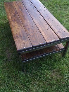 mesa de madera y hierro Más