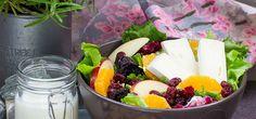 Grillowa sałatka z dodatkiem sera brie i owoców #intermarche #grill #sałatka
