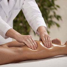 Blue Ocean Spa, We offers Relexology as well as Swedish & Deep Tissue Massage, then call us and book appointment at Anchorage. Body Massage Spa, Deep Massage, Massage Tips, Thai Massage, Massage Benefits, Massage Techniques, Massage Therapy, Décodage Biologique, Massage Pictures